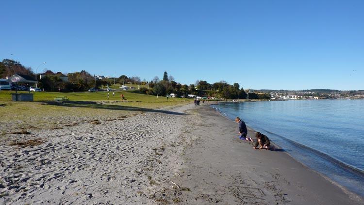 Orilla del lago en la localidad de Taupo
