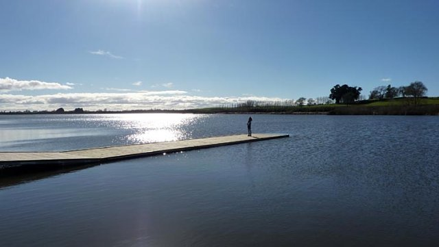 Pasarela lago Ngaroto, Nueva Zelanda