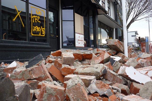 Escombros tras la caída de una fachada
