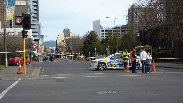 Barrera policial evitando la entrada al centro histórico de Christchurch