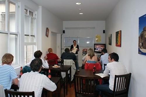 En la Casa latina de Auckland se imparten clases gratuitas de inglés