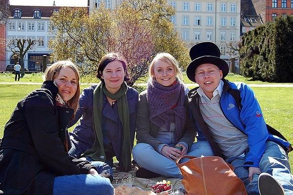 Con el couchsurfing conoceremos personas de otros lugares