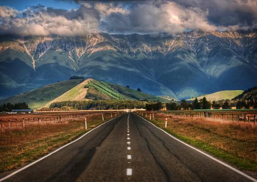 Conducir por Nueva Zelanda es uno de esos indescriptibles placeres de la vida