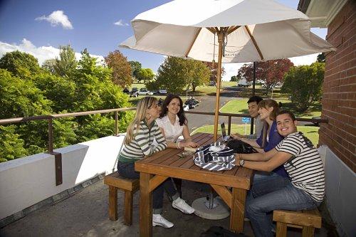 Estudiantes de Nueva Zelanda en un descanso