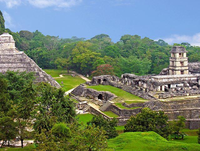 Zona arqueológica de Palenque, uno de los destinos que no te puedes perder de México