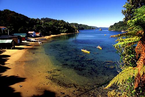 Una de las cientos de playas que hay en la isla Stewart, Nueva Zelanda