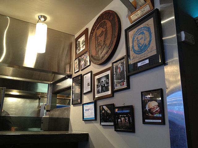 Interior de la hamburguesería Fergburguer de Queenstown, Nueva Zelanda
