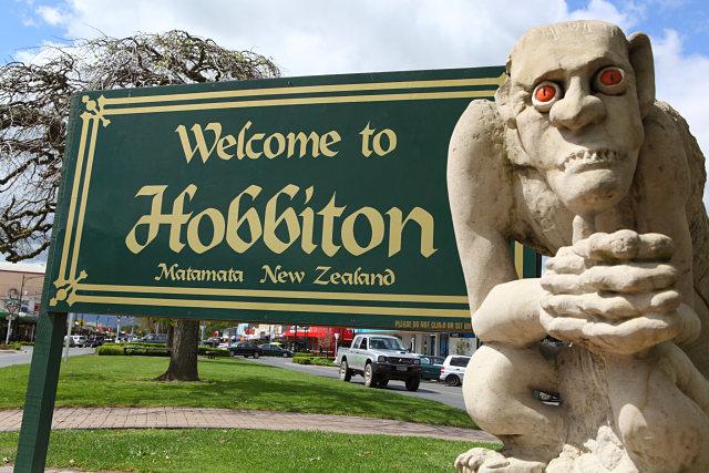 Cartel de entrada de Matamata en el que se puede leer: 'Welcome to Hobbiton'